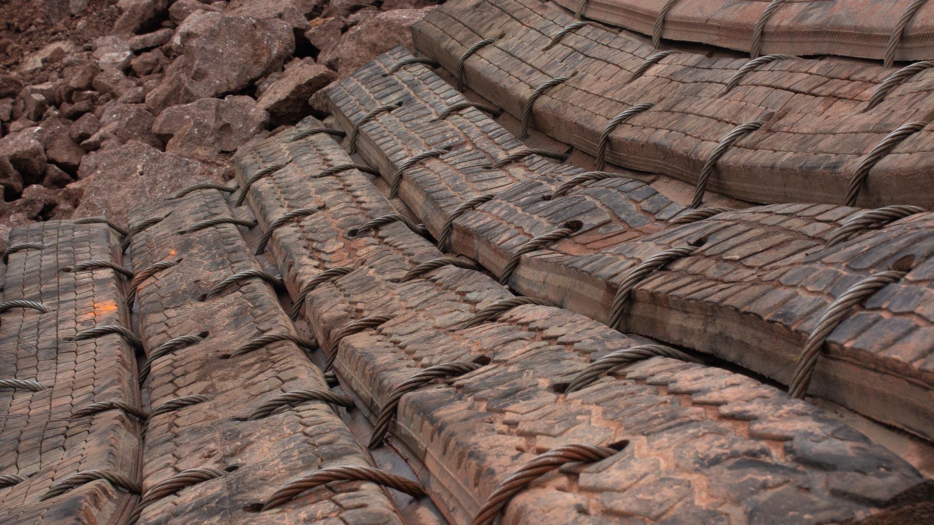 Dekkmatter som ble brukt under sprengningsarbeidet